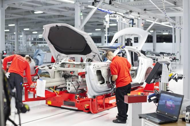 tesla-factory-model-s-electric-cars-9993.jpg.662x0_q70_crop-scale