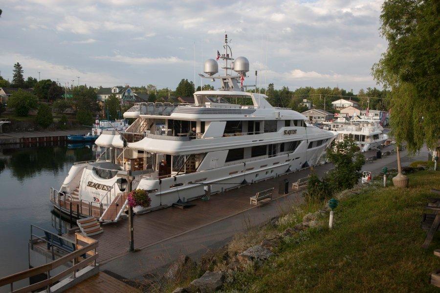 devos-yacht