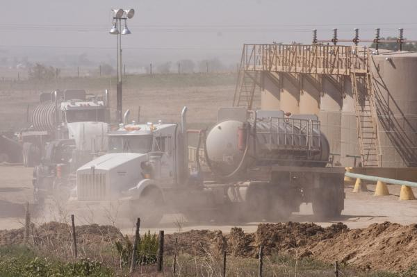 Nebraska-law-aims-to-control-fracking-waste