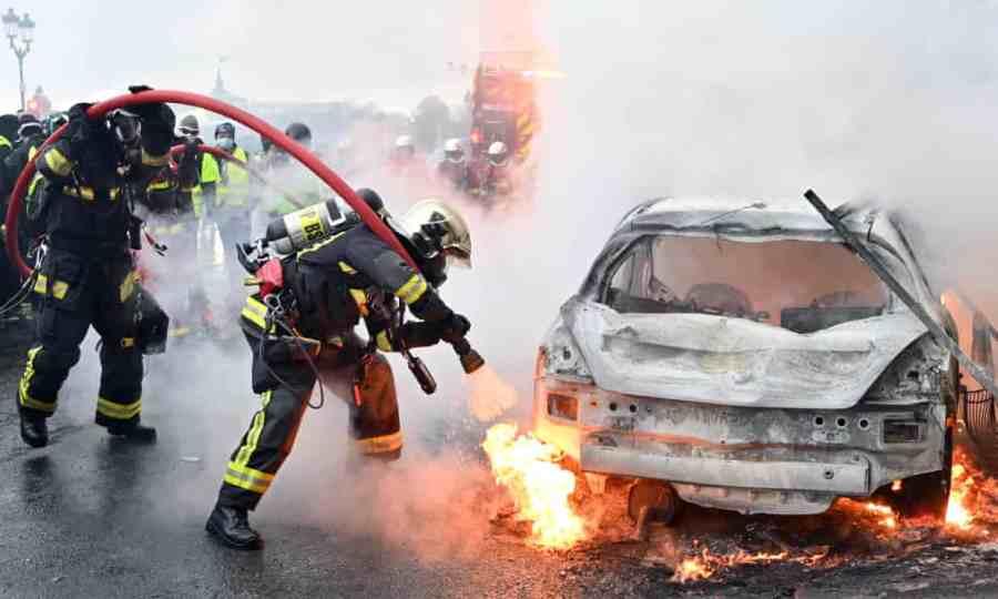 paris riot burning car